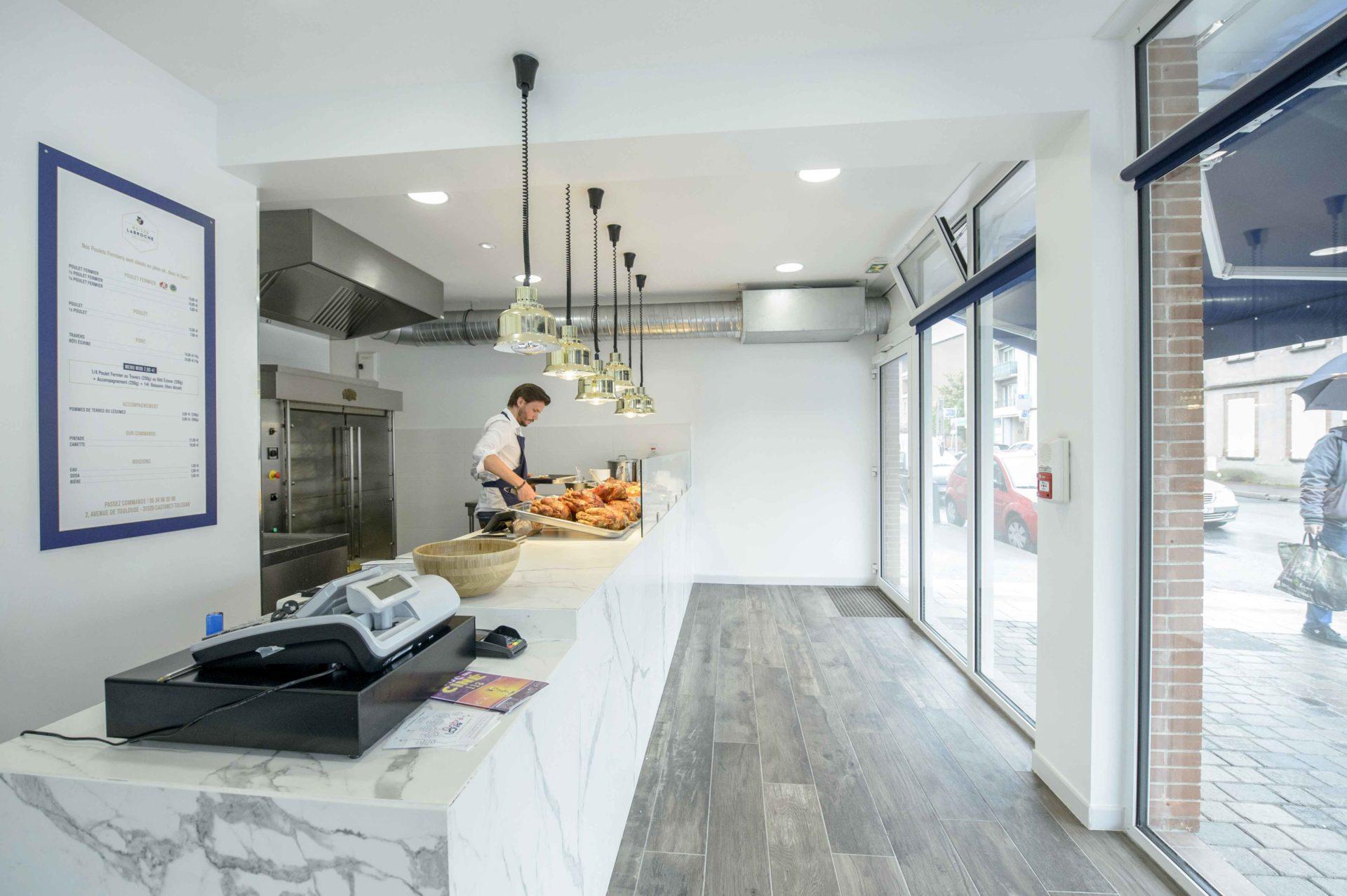 boutique avec suspension lumineuse moderne