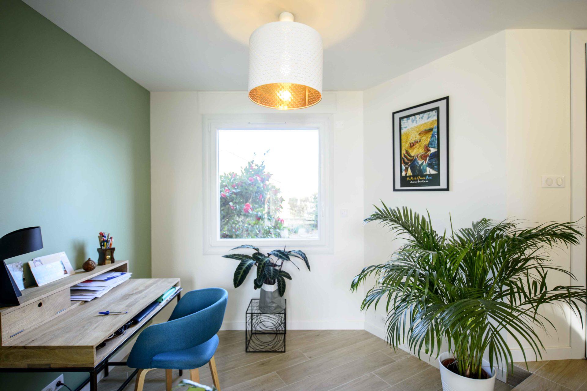 bureau avec lumière moderne