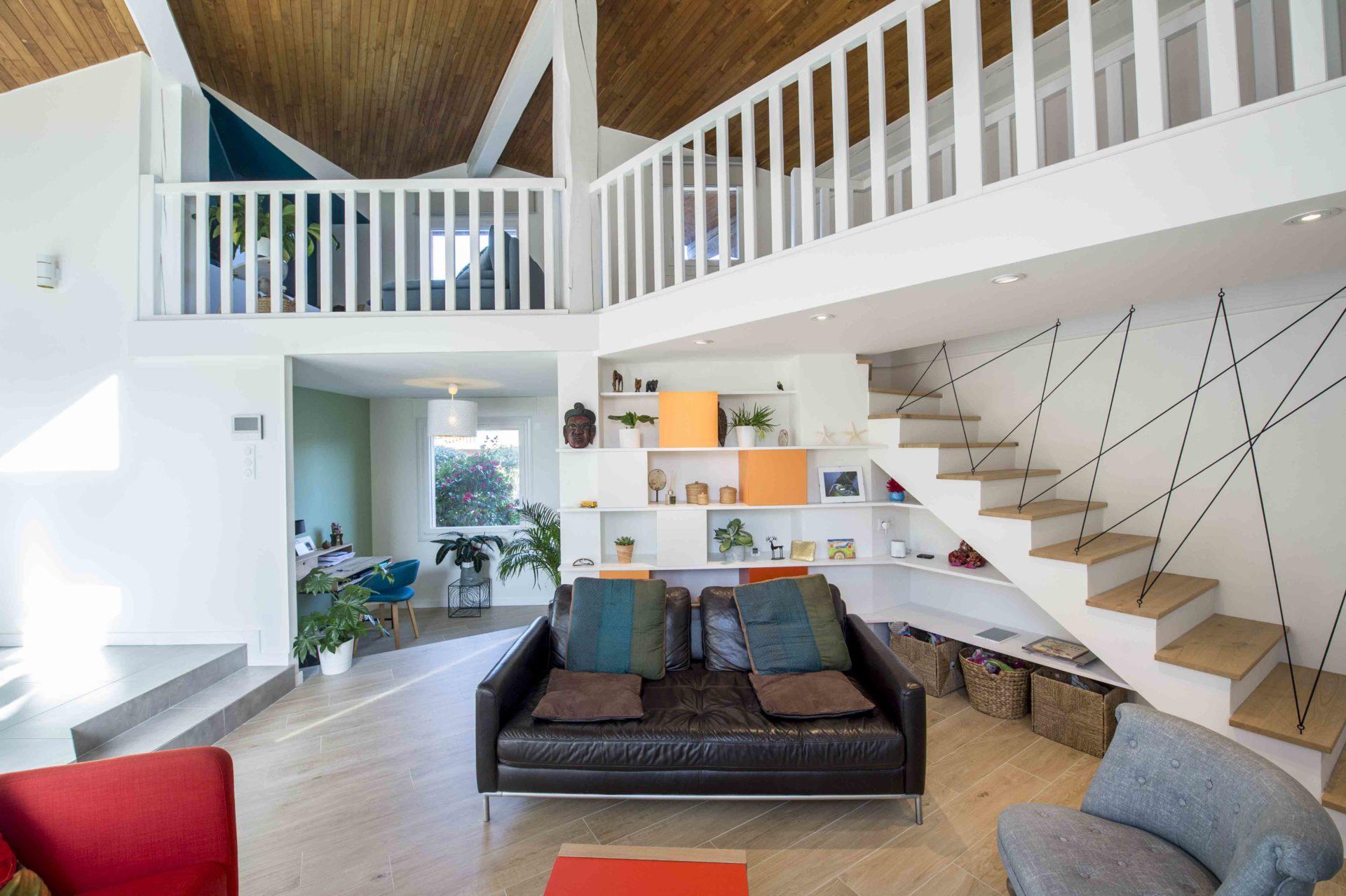 séjour design avec éclairage moderne