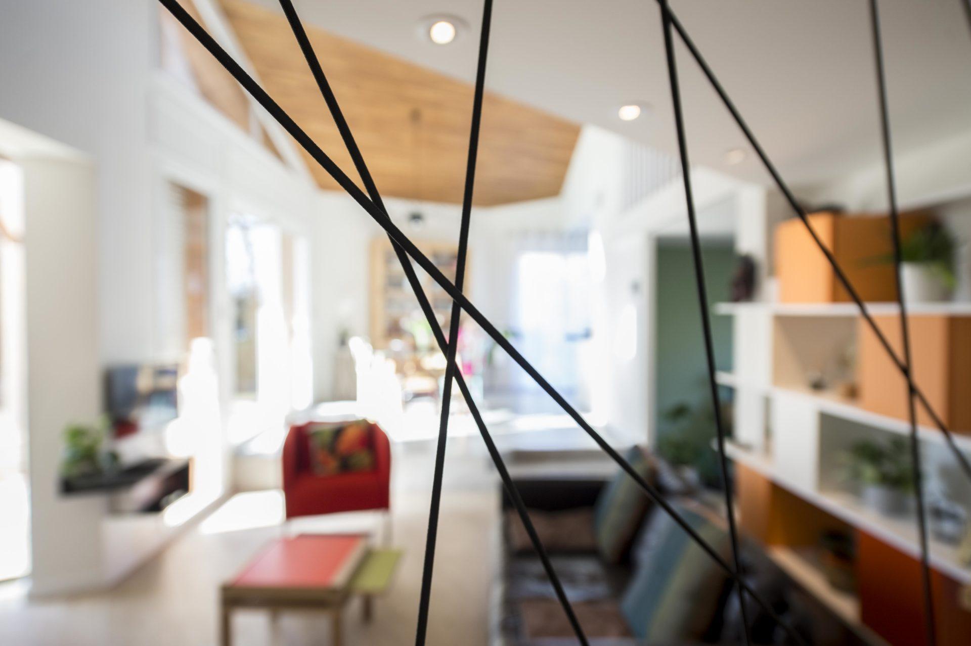 maison avec éclairage plafond spot moderne