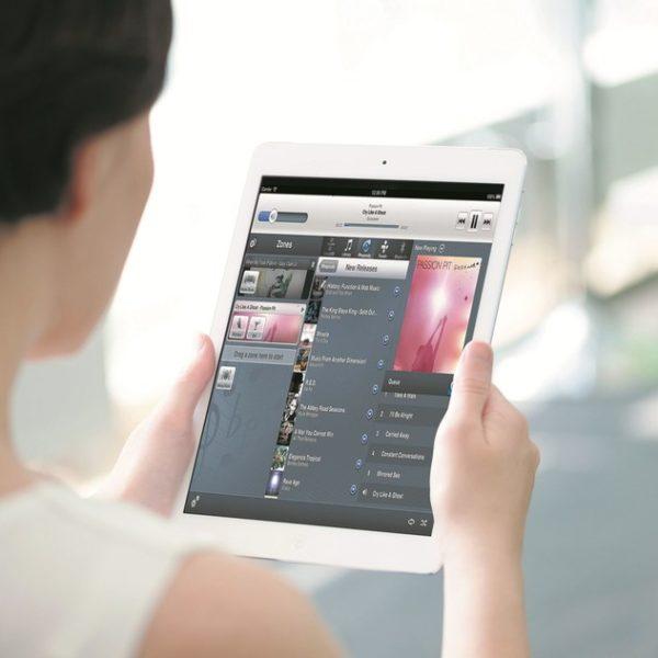 tablette numérique contrôle son à distance
