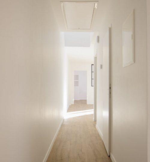 couloir lumineux blanc