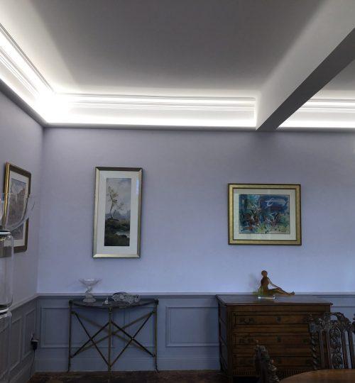 plafond avec lumière moderne