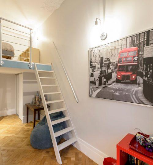 chambre adolescent avec lumière murale design